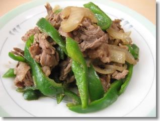 牛肉 と ピーマン の炒め物