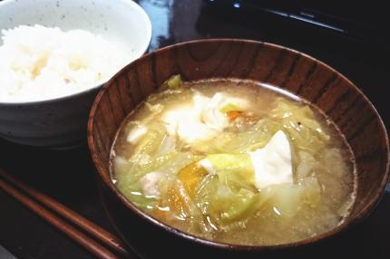 味噌汁リメイクで チゲ豆腐風スープ